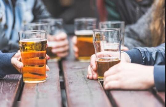 दिल्लीमा मदिरा किन्दा ७० प्रतिशत कोरोना कर,भीड हटाउन केजरीवालकाे अस्त्र