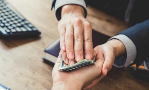 बैंकले स्वीकृत गरेको ऋण झिक्न जब घुस मागियो...