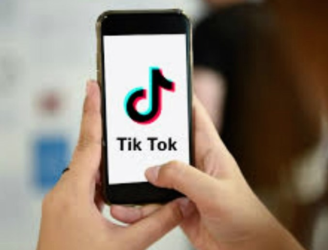 Trump gives TikTok 6 weeks to sell itself to US company
