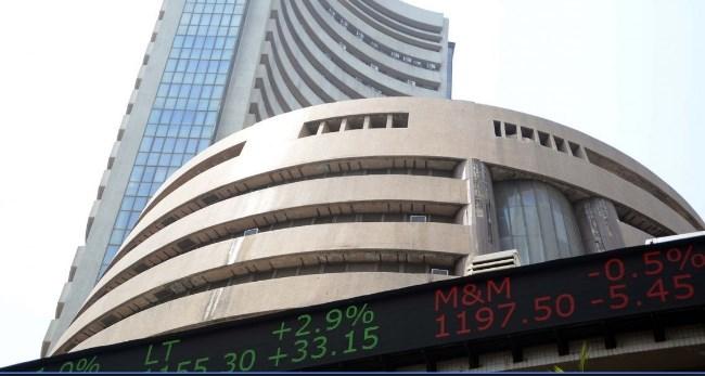 कर्पाेरेट ट्याक्समा छुट दिने निर्णयसँगै भारतीय शेयर बजारमा उछाल, सेन्सेक्समा १९०० भन्दा धेरैकाे बढोत्तरी