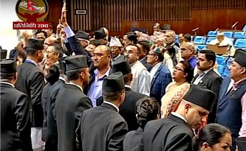 प्रधानमन्त्री भन्दा पहिला बाेल्न नदिएपछि कांग्रेस सांसदद्वारा संसद अवरुद्ध