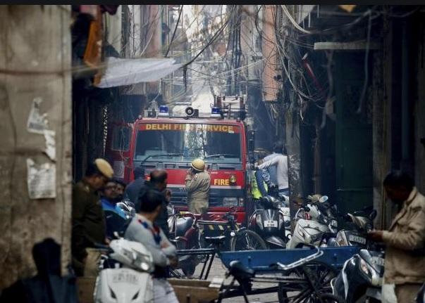 नयाँ दिल्लीमा भीषण आगलागीः कम्तीमा ४३ जनाको मृत्यु