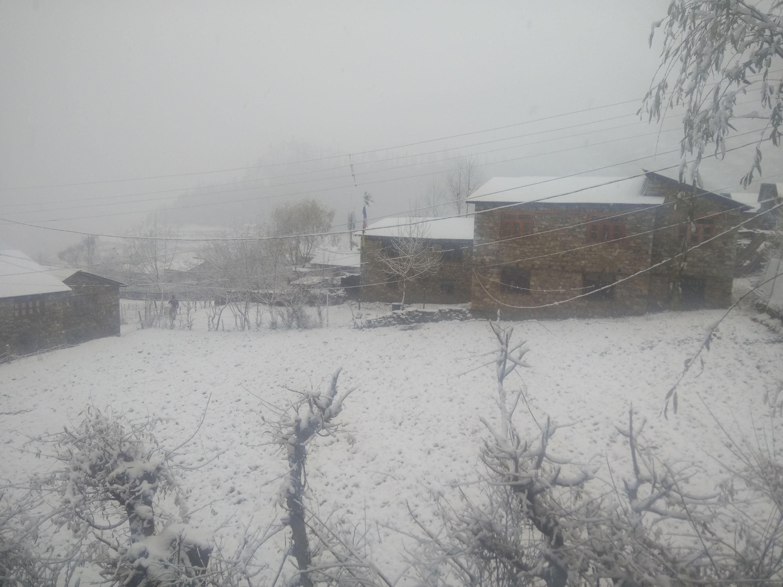 पश्चिमी वायु प्रणालीको प्रभावले देशका विभिन्न स्थानहरुमा हिमपात, जनजीवन प्रभावित