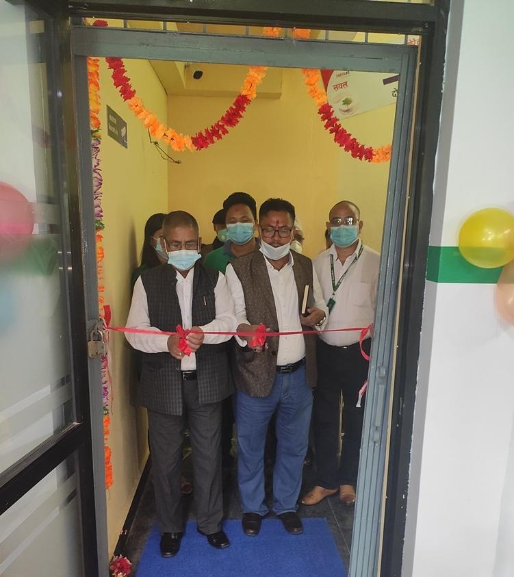नागरिकको घरदैलोमा पुग्दै बैंक, २८८५ नेपालीको भागमा १ बैंक शाखा
