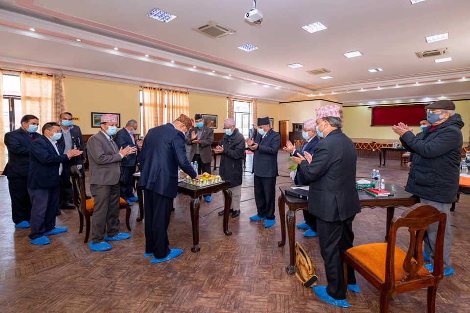 अर्थ मन्त्रीको आज जन्म दिन,प्रधानमन्त्री र प्रचण्डले केक खुवाएर यस्तो दिए शुभकामना ( फोटो फिचर)